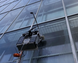 A Portable Robot That Will Shake the Window Cleaning Industry